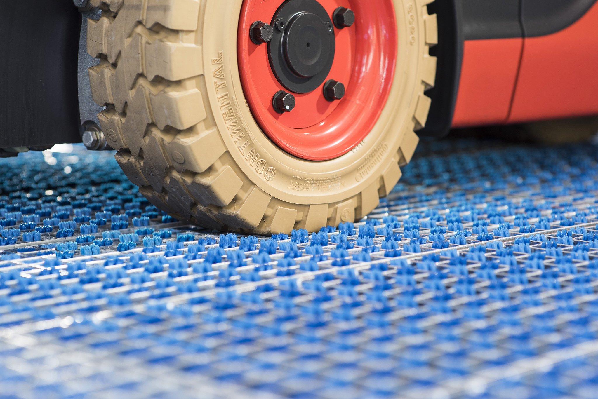 轮胎自动清洁